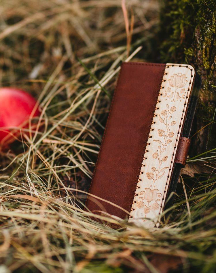 Kožené puzdro na telefón Kalocsai hnedé Samsung Galaxy S10e
